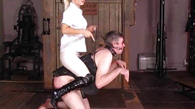 Esposa le da a swinger latino xxx su marido una mamada y facial