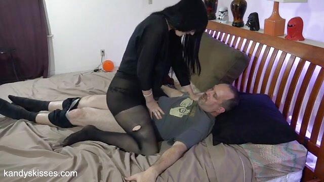 ¡La cachonda Arisa Kanno cabalga una porno idioma español latino polla como una profesional!