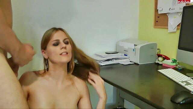 Hottie en celo obtiene hentai doblado al latino su culo golpeado duro
