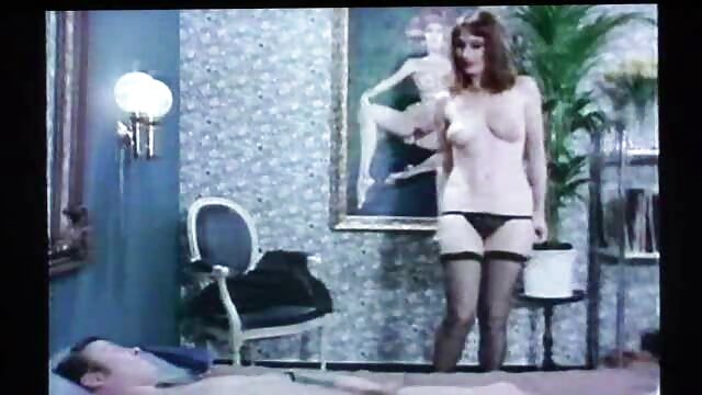 Morena se desnuda y luego chupa la polla sexo español latino