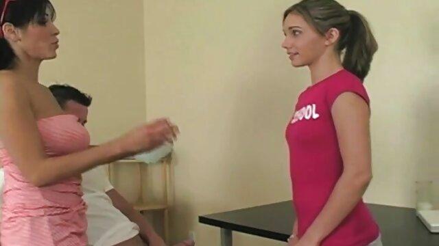 Enfermera pornografia latinoamericana morena de tetas grandes te ayudará a curarte