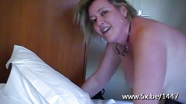 Chica con chica lamiendo tierna y porno latino español divertida