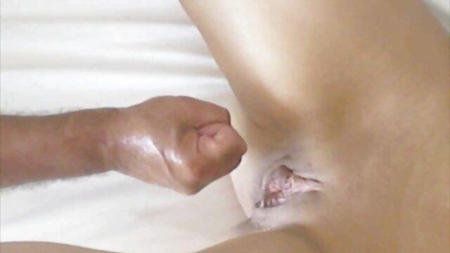 Morena tetona cachonda Daisy Lynn folla con los dedos hasta porn casero latino el orgasmo