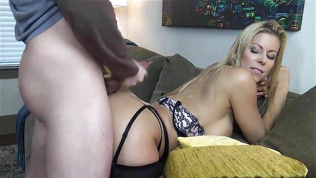 La porn star latino flagelación del cuerpo de Bobbi