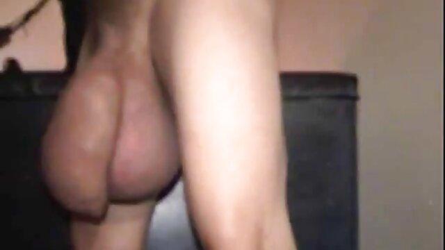 MILF caliente masturbándose xxx audio latino