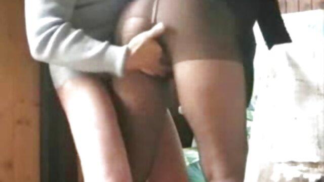 Julie porni amateur latino se golpea en la cocina
