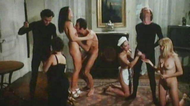 Trabajando con el pie en videos porno en español latino esposas