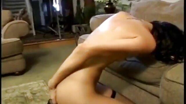 Alexa redtube latinos chupando dos consoladores montados en la pared