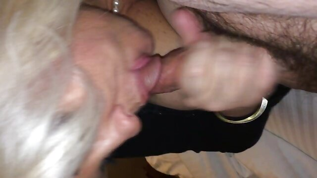 Lyla Storm abre su coño con porno hentai latino placer